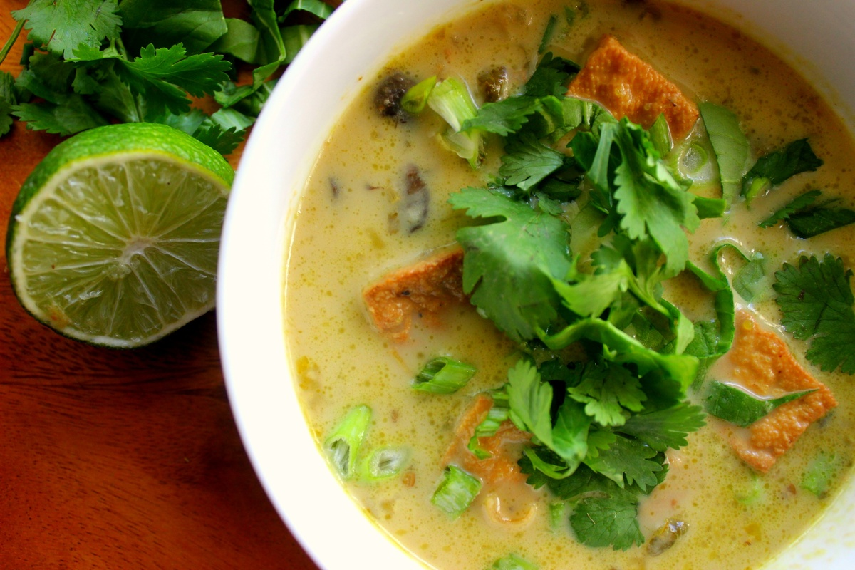 Slow Cooker Thai Green Curry Tofu Soup